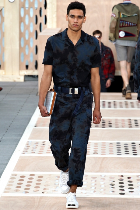 1375286423_louis_vuitton_mens_collection_spring_summer_2014_29